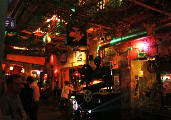 Szimpla Kert, the best bar in the ruins of Budapest