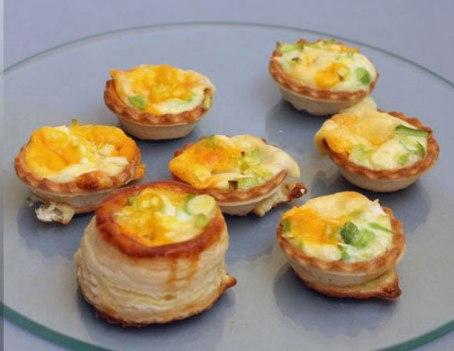 Cheese tarts and grilled vegetables