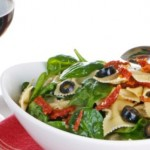 Farfalle salad with dried tomatoes, basil and black olives